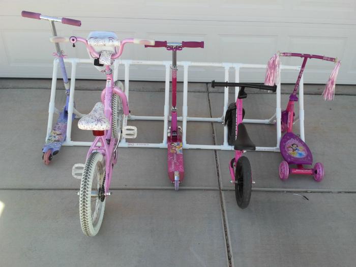 Парковка для велосипедов и самокатов. | Фото: My Gems of Parenting.