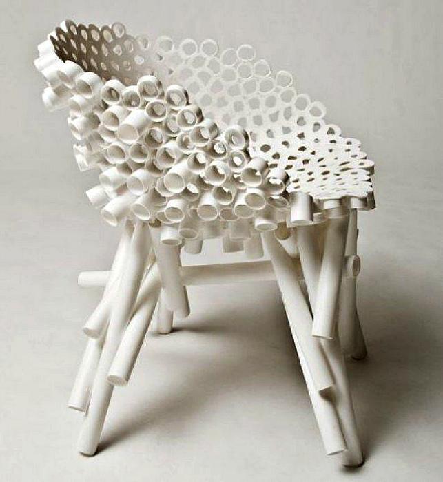 Креативный стул из ПВХ-труб. | Фото: Pinterest.
