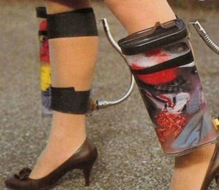 Компактные устройства для стирки белья, которые крепятся к ногам.
