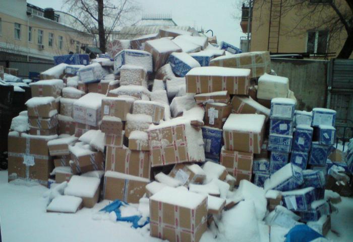 Посылки, притрушенные снежком.