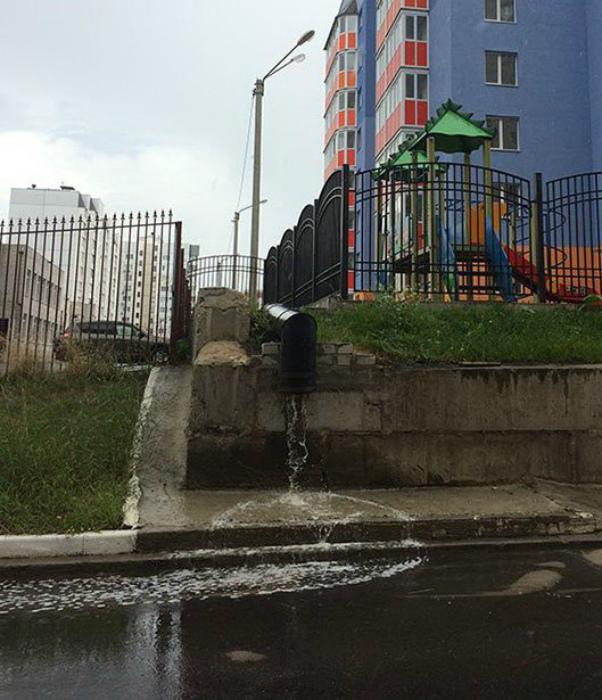 Креативный слив воды. | Фото: VERcity.