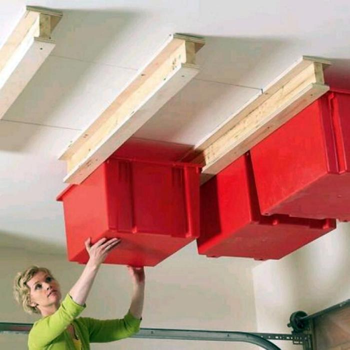 Рейки под потолком. | Фото: Kitchen Decor.