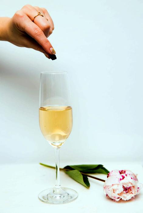 Вернуть пузырьки в шампанское. | Фото: Женский каприз.