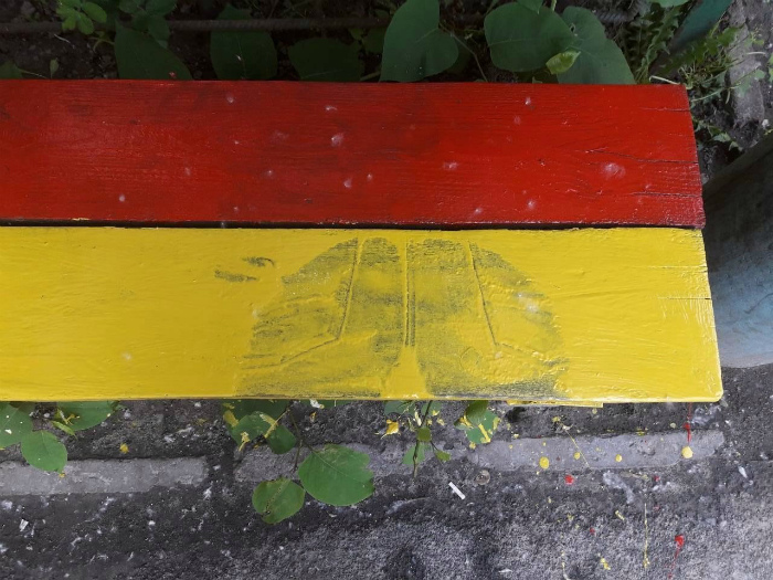 Желтое пятно - это не черная полоса! | Фото: ЯПлакалъ.