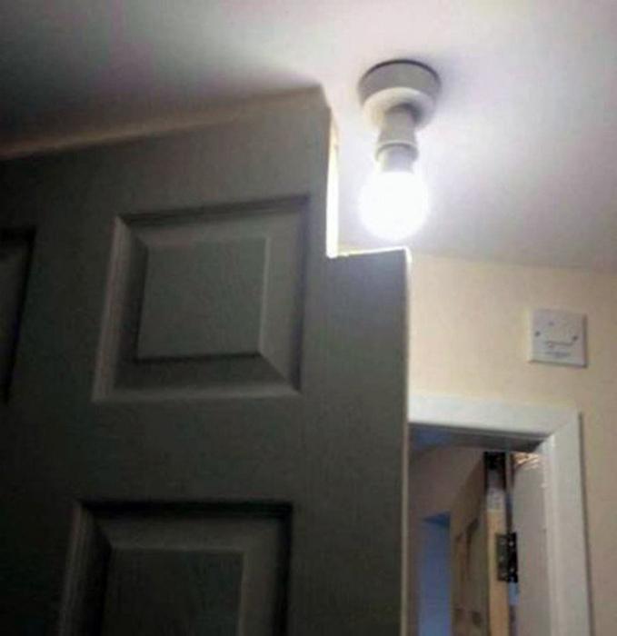Теперь дверь и лампочка работают в тандеме. | Фото: Vov.