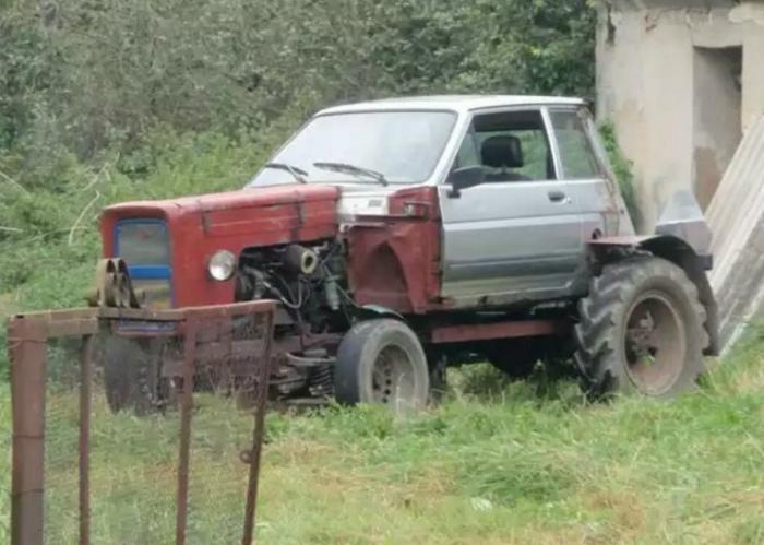 Скрестил легковушку с трактором.