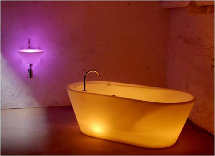 Ванна, которая светится благодаря LED технологии.