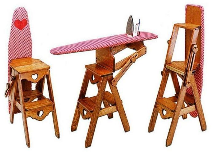 Три в одном: стул, гладильная доска и стремянка.