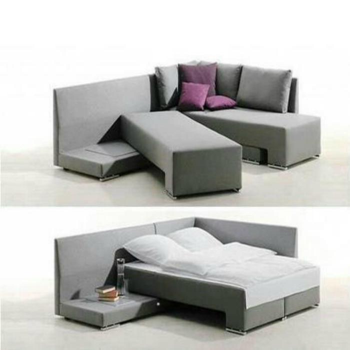 Угловой диванчик, который трансформируется в большую двуспальную кровать.