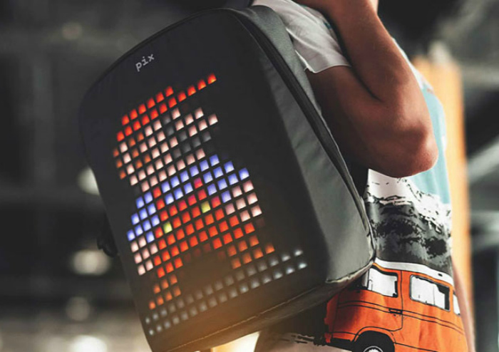 Рюкзак с пиксельным дисплеем. | Фото: uCrazy.ru.