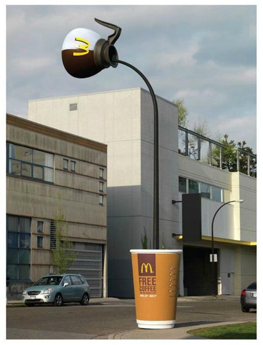 Оригинальная и полезная реклама McDonald's, которая освещает улицу в вечернее время.