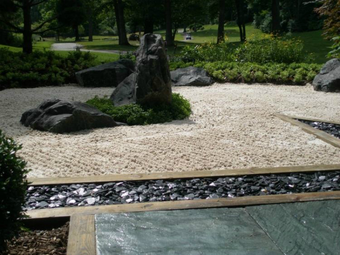 Сад камней в японском стиле.