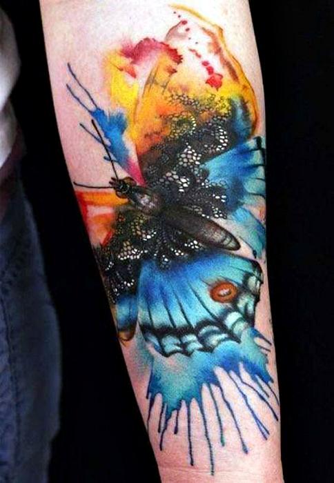 Тату с изображением бабочки.