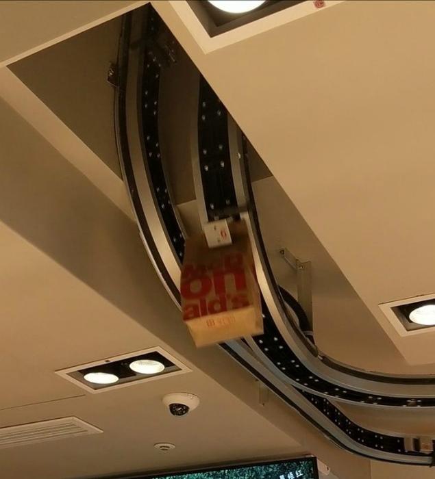 Макдоналдс с автоматизированной лентой. | Фото: МИККОМ.