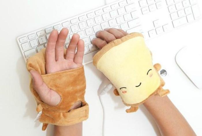 USB-грелка, которая согреет руки во время работы за компьютером.