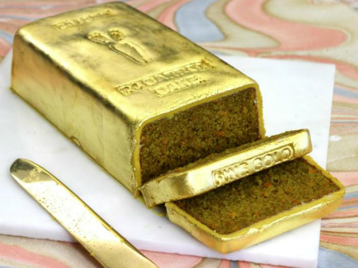 Торт для ценителя роскоши в виде золотого слитка.