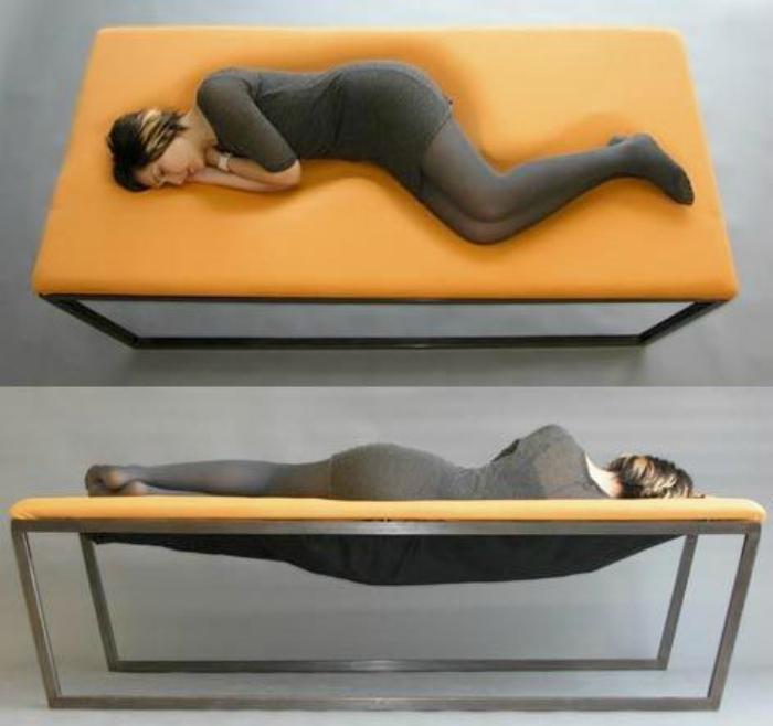 Лаконичная кровать в стиле минимализм.