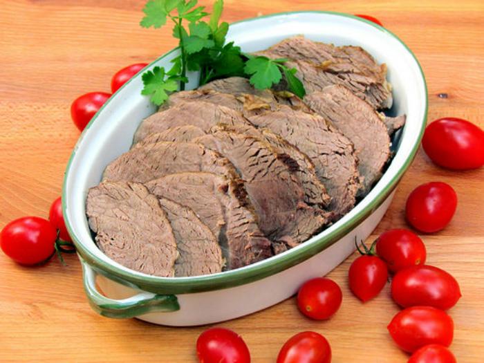Вернуть сочность переваренному мясу.