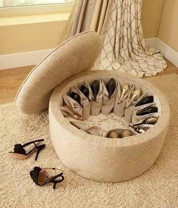 Органайзер для обуви внутри пуфа. | Фото: Pinterest.