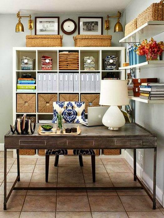 Плетенные корзины - это не только эффектный элемент декора, но и отличные емкости для хранения документов, важных бумаг и канцелярских принадлежностей.