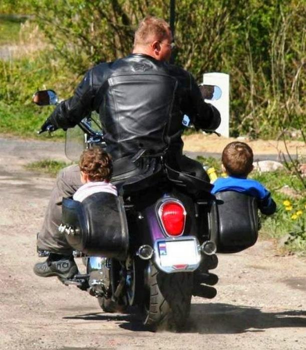 Своеобразный семейный транспорт.