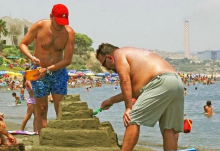 Каждый год принимают участие в детском конкурсе скульптур из песка.