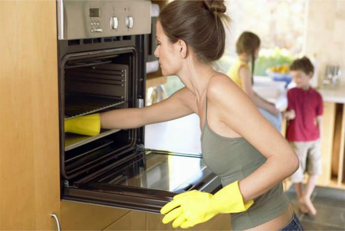 Средство для чистки духовки.
