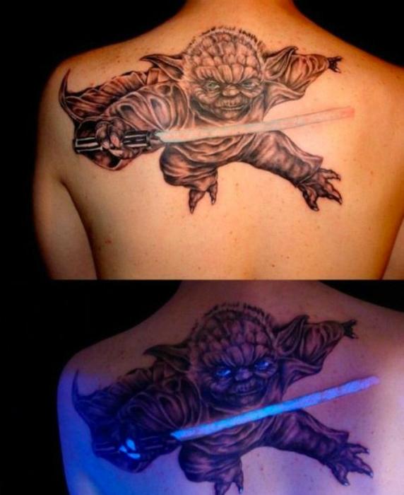Татуировка с изображением Мастера Йода.