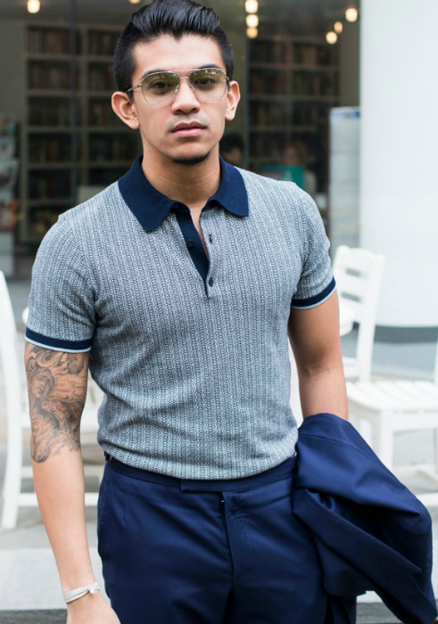 Заправлять рубашку в брюки без пояса.