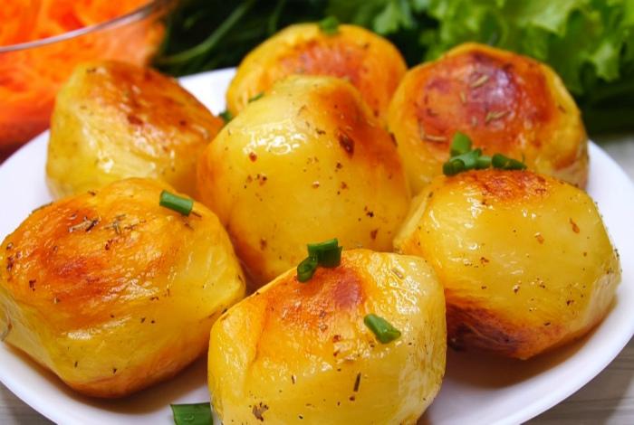 Запеченный картофель с хрустящей корочкой. | Фото: Панда одобряет.