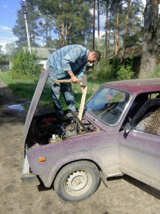 Суровый ремонт автомобиля.