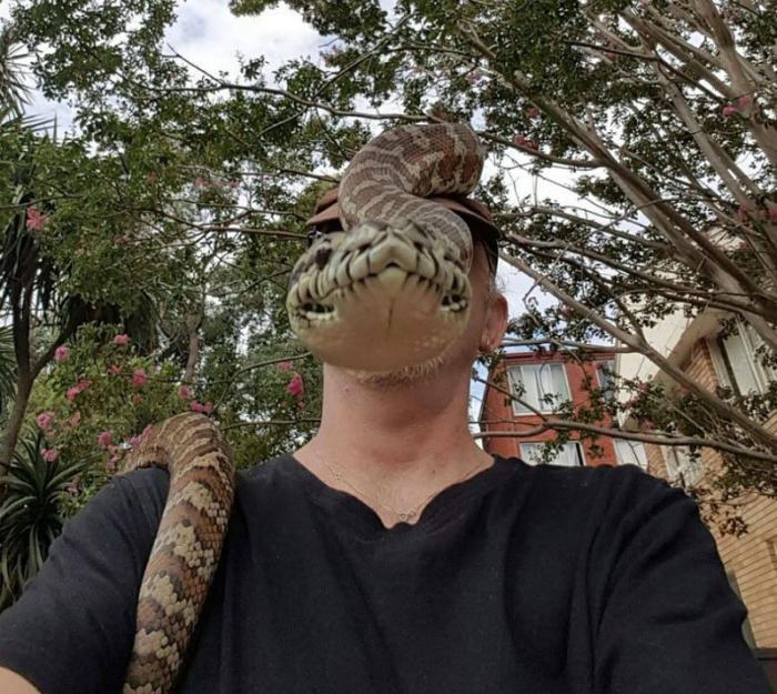 Человек-змея.