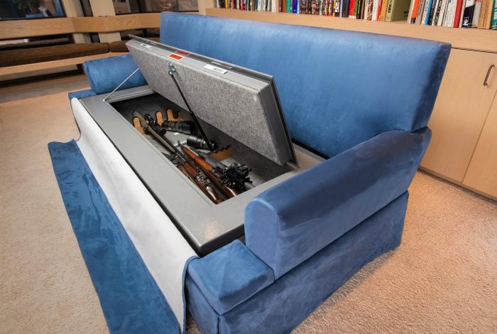 Незаметный ящик в диване.