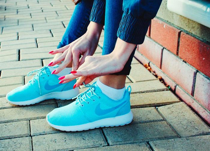 Беговые кроссовки.