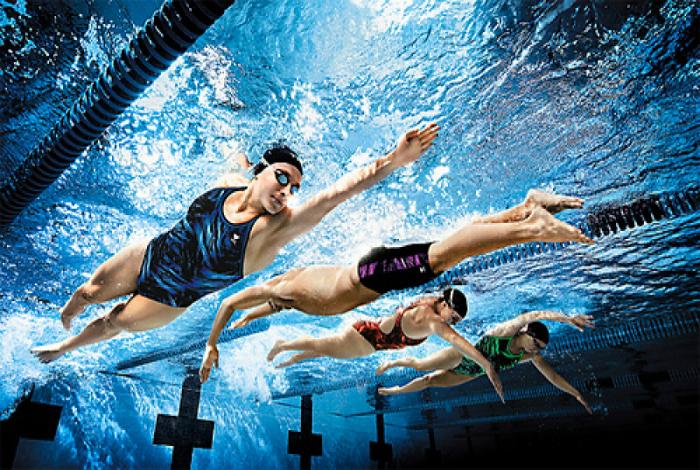 Пловцы из-под воды.