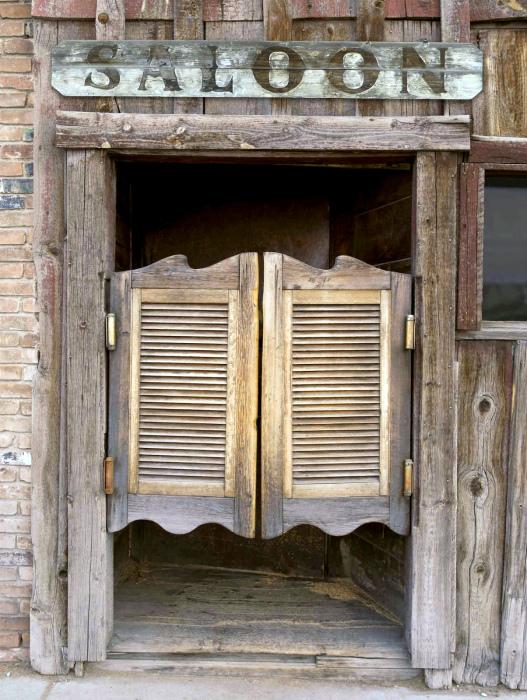Двери в стиле вестернов. | Фото: decoratio.co.