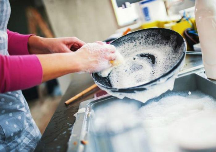 Раскаленная сковорода под струей воды. | Фото: LiveJournal.