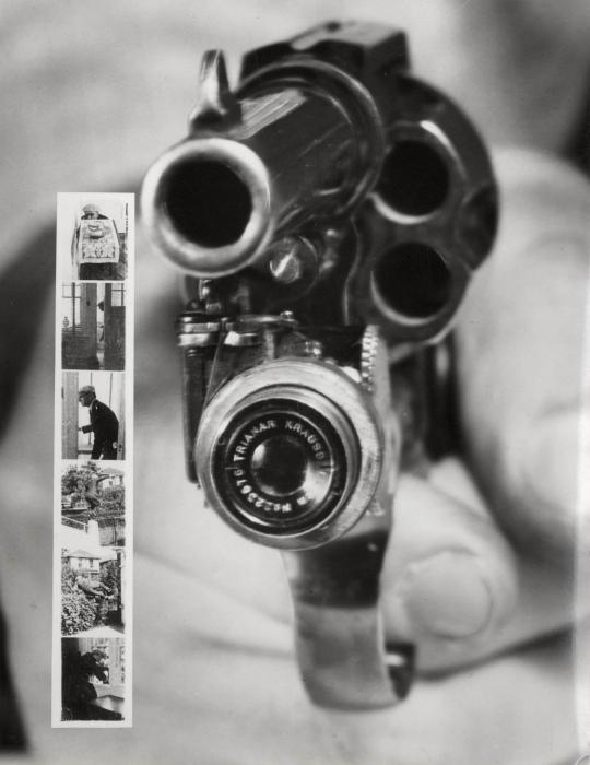 Револьвер с фотоаппаратом.
