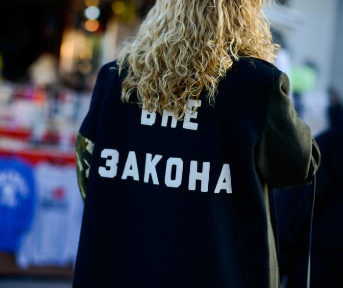 Одежда с провокационными оскорбительными надписями. | Фото: Pinterest.