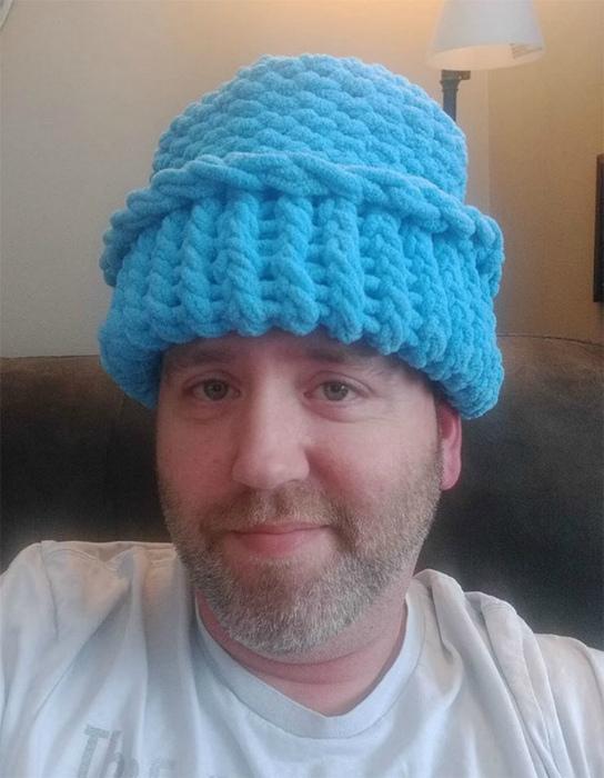 Подходящая шапка для взрослого сына.