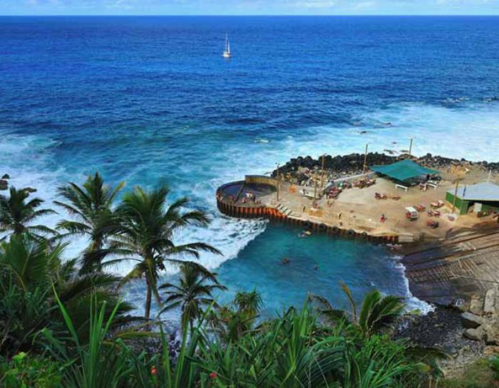 Уединенный остров в Тихом океане.