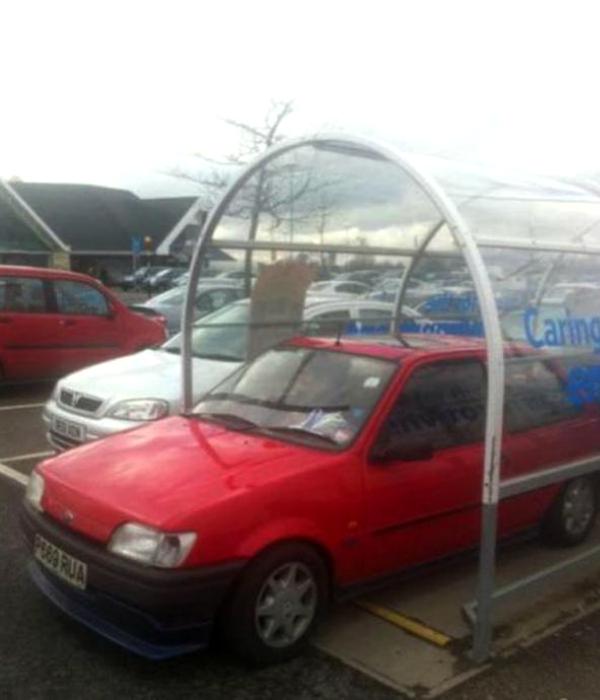 Сообразительный водитель всегда найдет себе место для парковки.
