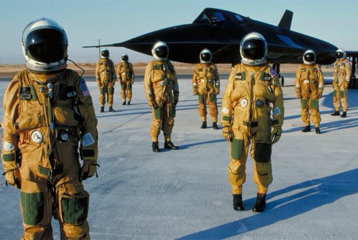 Экипаж SR-71 Blackbird. | Фото: Reddit.