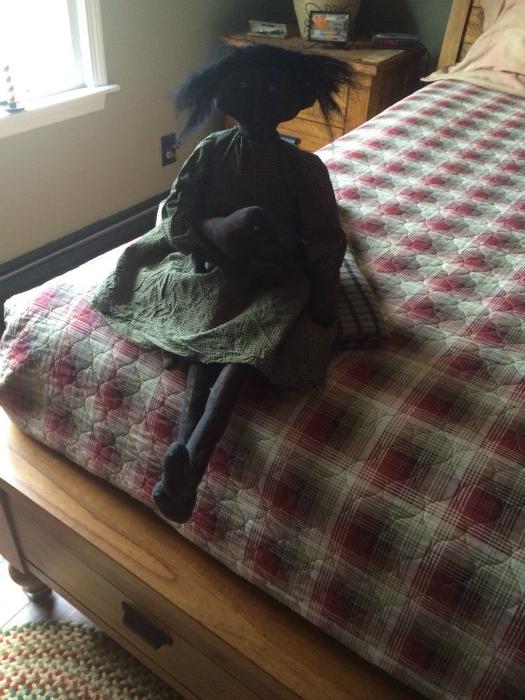 Девушка нашла эту куклу в постели своего отца.