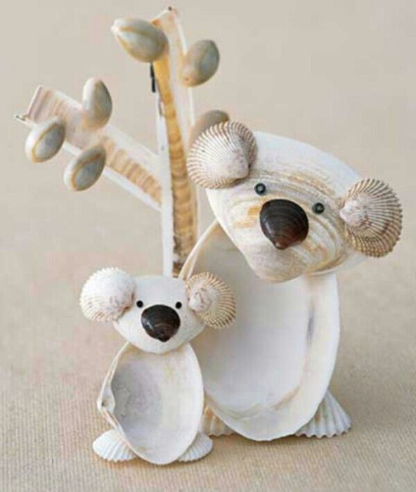 Небольшие, забавные фигурки зверей, сделанные из ракушек.