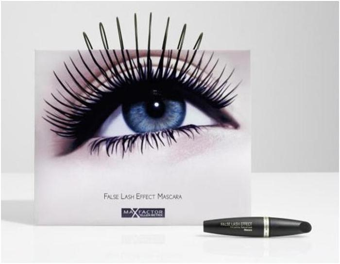 Рекламный пакет от компании MAX FACTOR с ручками-ресницами.