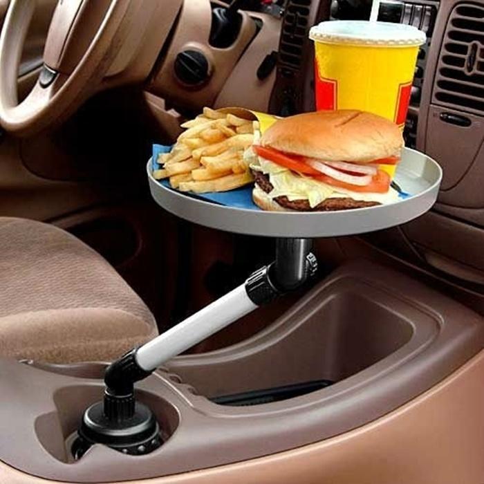 Компактный автомобильный столик для любителей поесть за рулем.