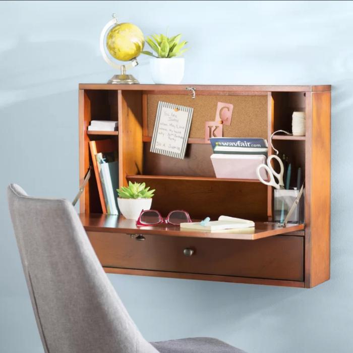 Два в одном: секретер и письменный стол. | Фото: Air Freshener.