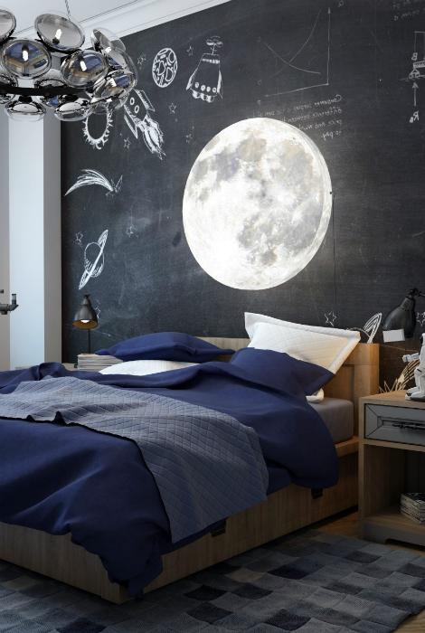Спальня с большой грифельной доской.