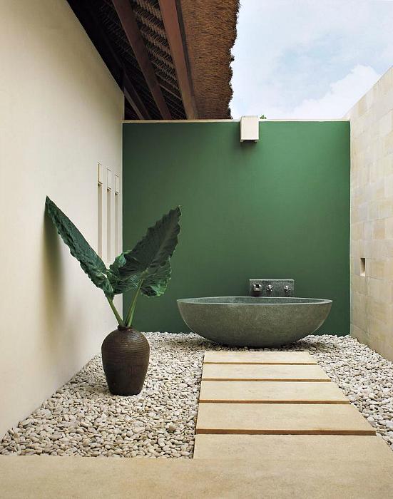 Каменная ванная под открытым небом.